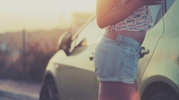 Hoe dragen we high-waisted shorts?